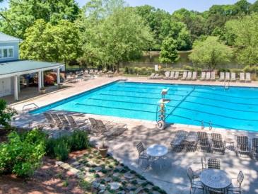 2070-amenities-lakeside-pool-0004