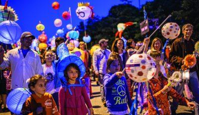 lantern-parade-group-e1420496845476